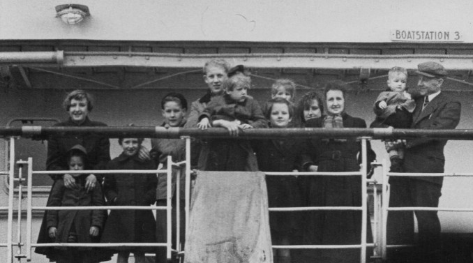 1953_family on the boat.jpg